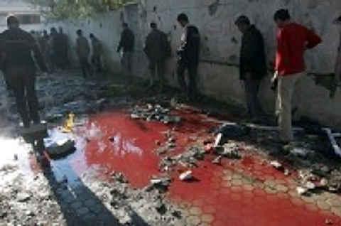 2487_gaza_beit_hanoun_bloodpool_people